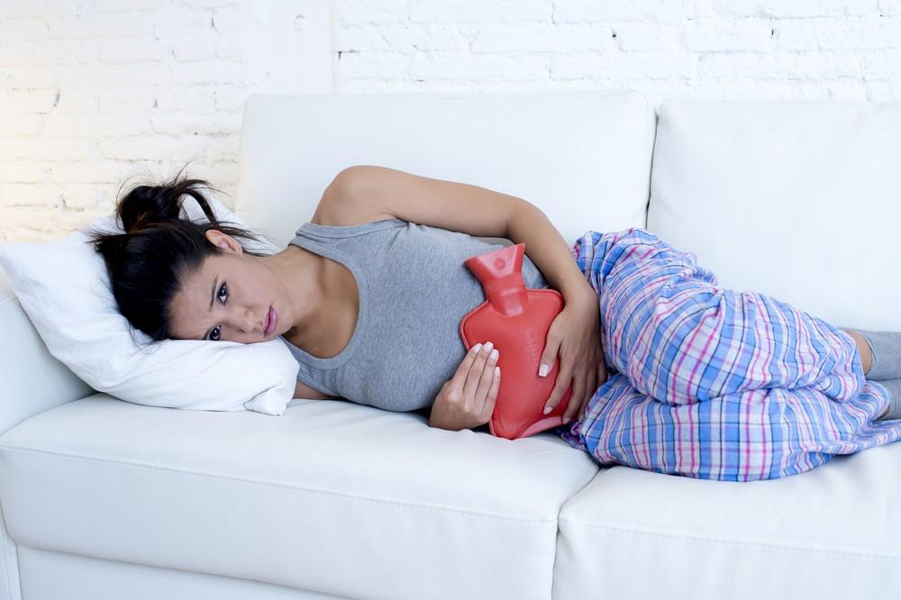 在肚子上敷上暖暖的加熱腰帶或熱水袋可以促進血液循環。