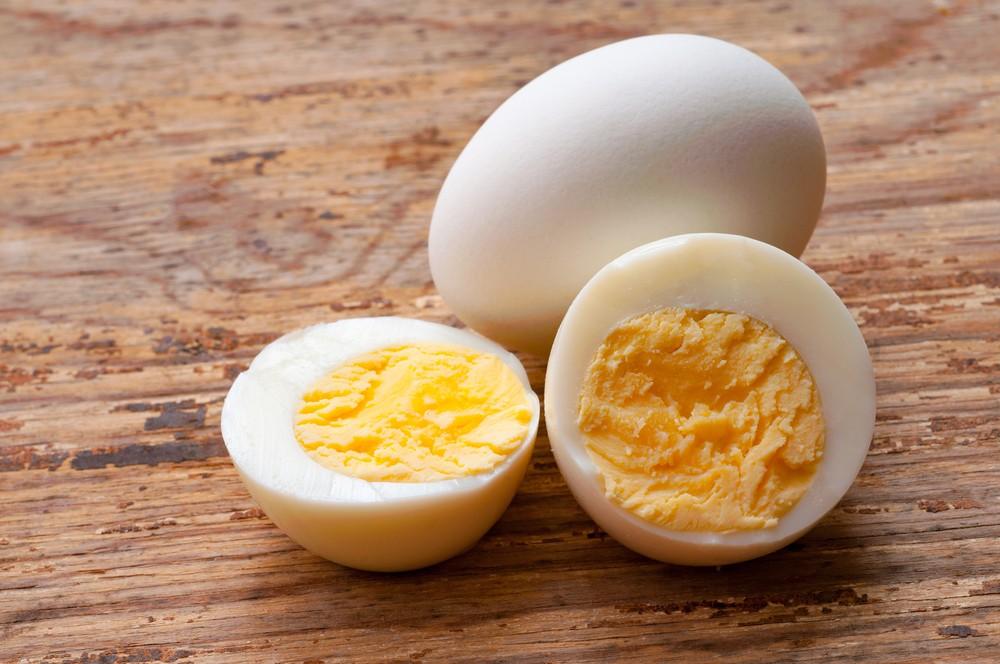 每天吃兩顆雞蛋可以有效提高高密度膽固醇(HDL),可幫助降低心血管疾病的發生率。