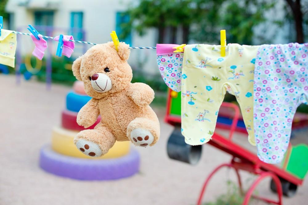 香港兒科醫學院建議,每天以 1:99 稀釋家用漂白水清潔小朋友玩具,並必需要徹底過清。