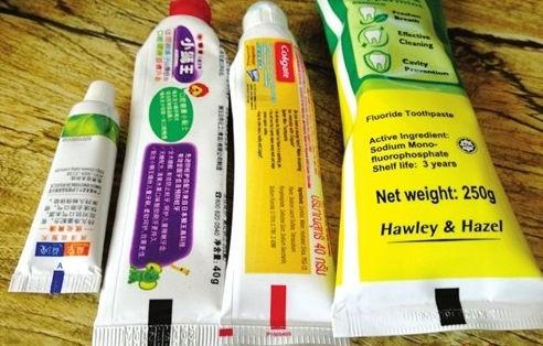 早有牙醫出來澄清牙膏上的顏色封條並非指其成分。