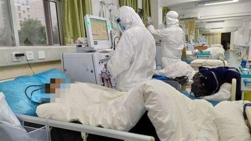 醫院隔離病房爆滿,第一線的醫護人員忙得焦頭爛額。