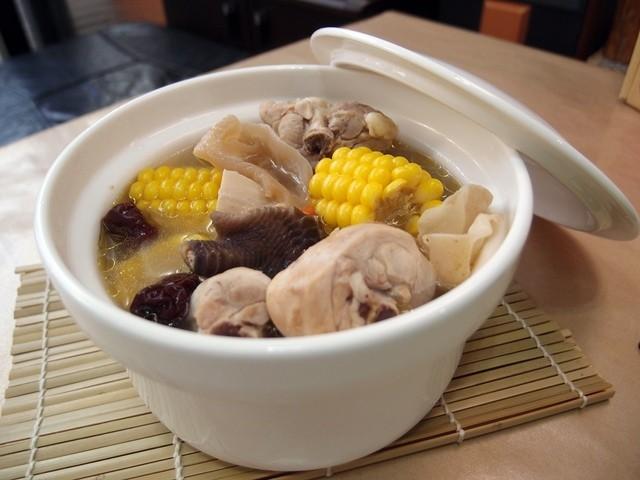 雪耳粟米雞湯