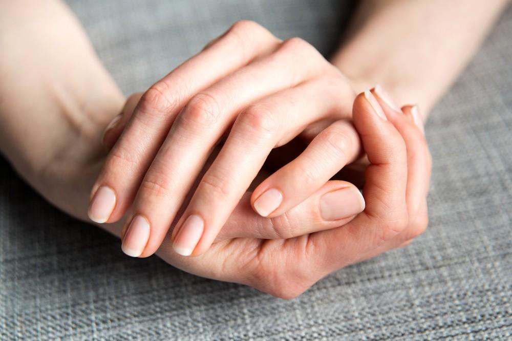 健康的指甲甲色呈健康桃紅色或粉肉色。