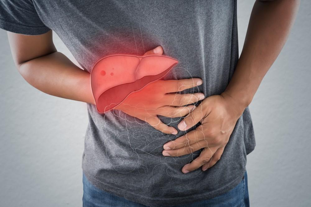 肝病患者肝臟代謝變差,導致口中會出現屍臭味。