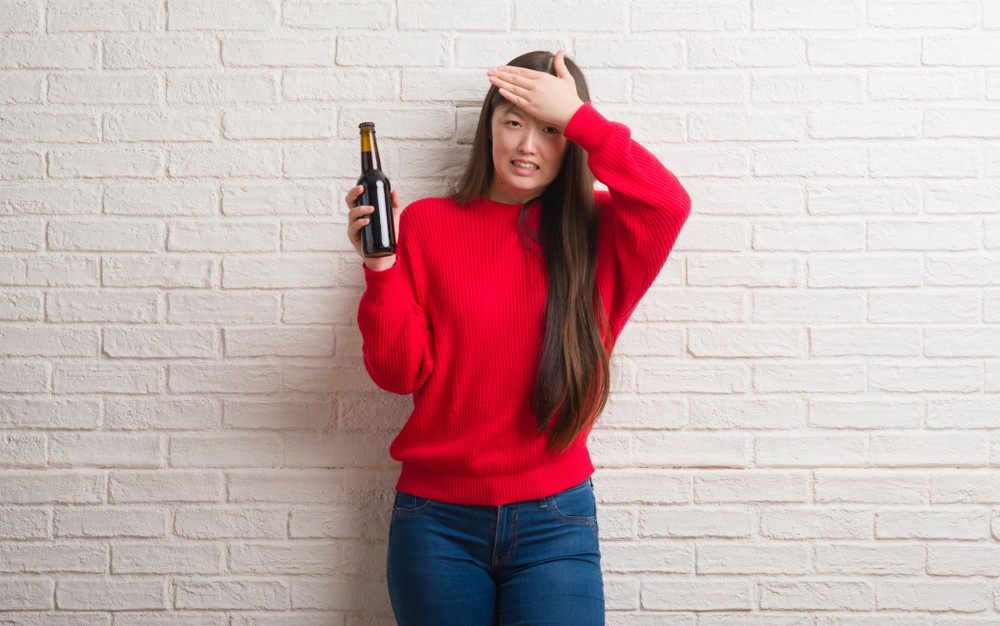 喝醉酒的人不宜飲用綠茶,對肝臟負擔會過大。
