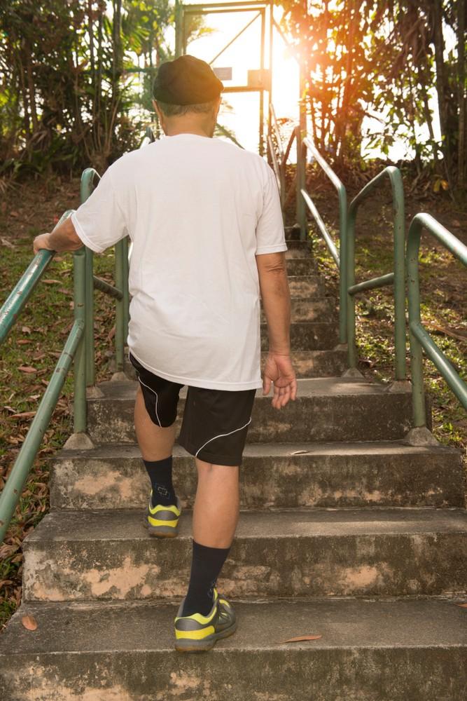 在跌倒的長者當中,有超過51%都與爬樓梯有關,爬樓梯跌倒致死的亦不少。