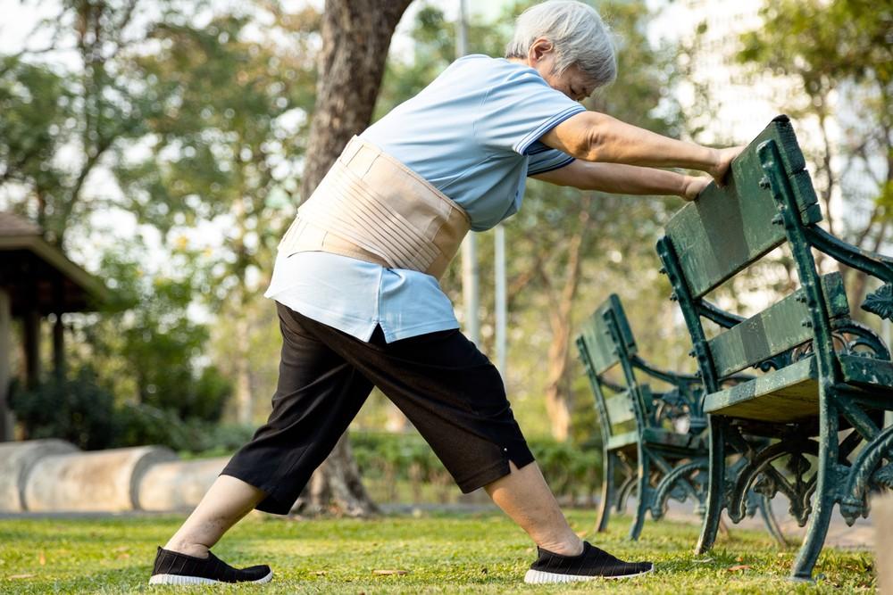 長時間企起又踎低會很容易導致長者暈眩、血壓不穩定。