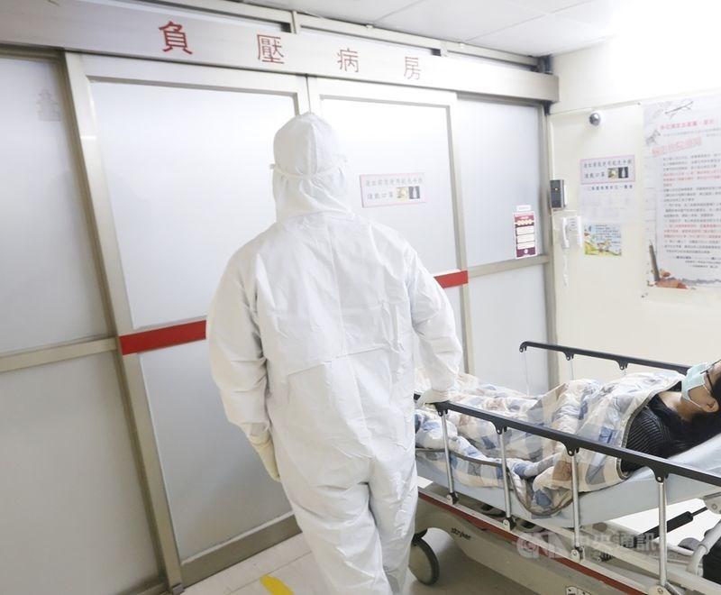 台灣52歲的婦女確診新型肺炎,病情急轉直下,需要轉到深切治療隔離病房。