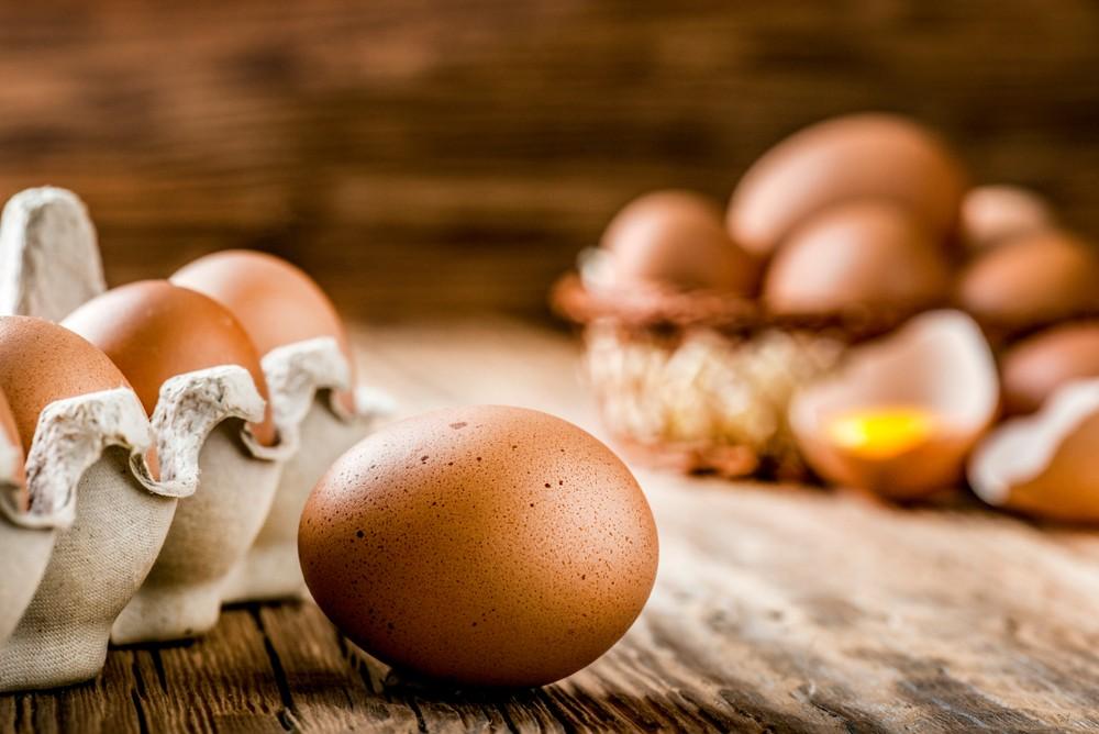 蛋殼上長斑發霉的雞蛋最好不要吃,因為這種雞蛋很有可能是因為感染了細菌。