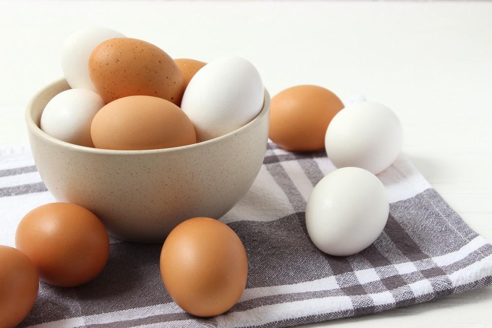 通常越大顆的雞蛋都是老母雞產下的雞蛋,年輕的母雞產下的蛋較小。