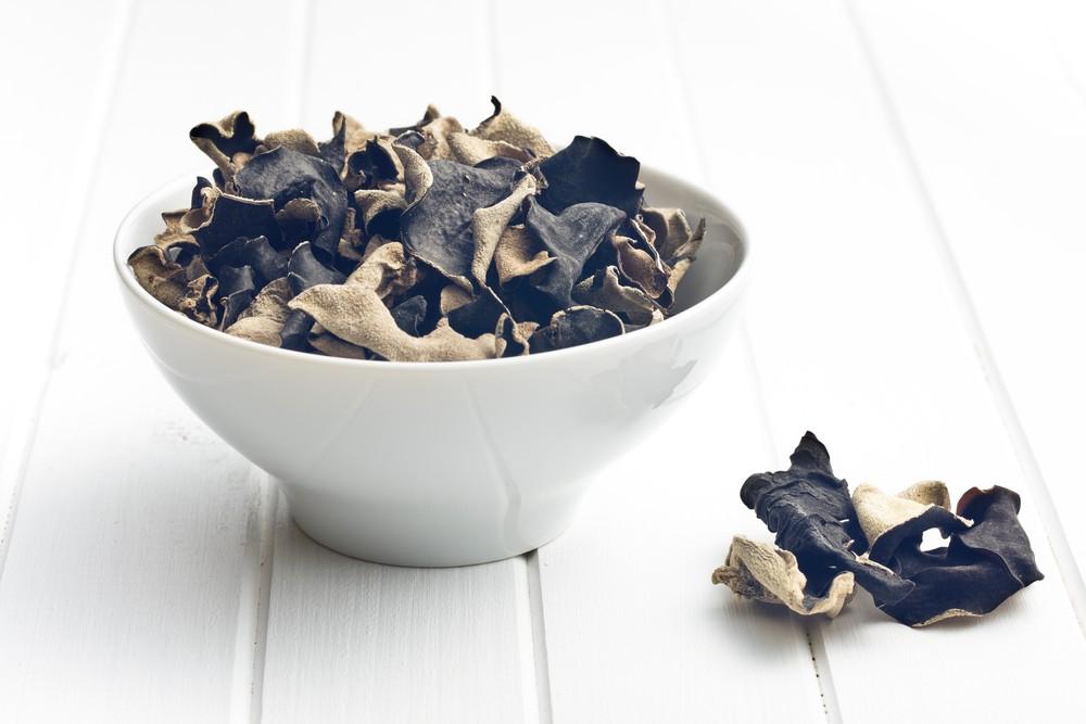 黑木耳浸泡不當可產生有毒米酵菌酸,嚴重更會致肝功能異常。