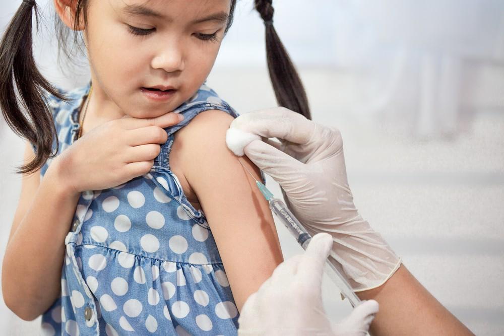 一旦確診為川崎症,就會為還在發燒的患者注射「免疫球蛋白」,以調節患者體內的免疫反應。