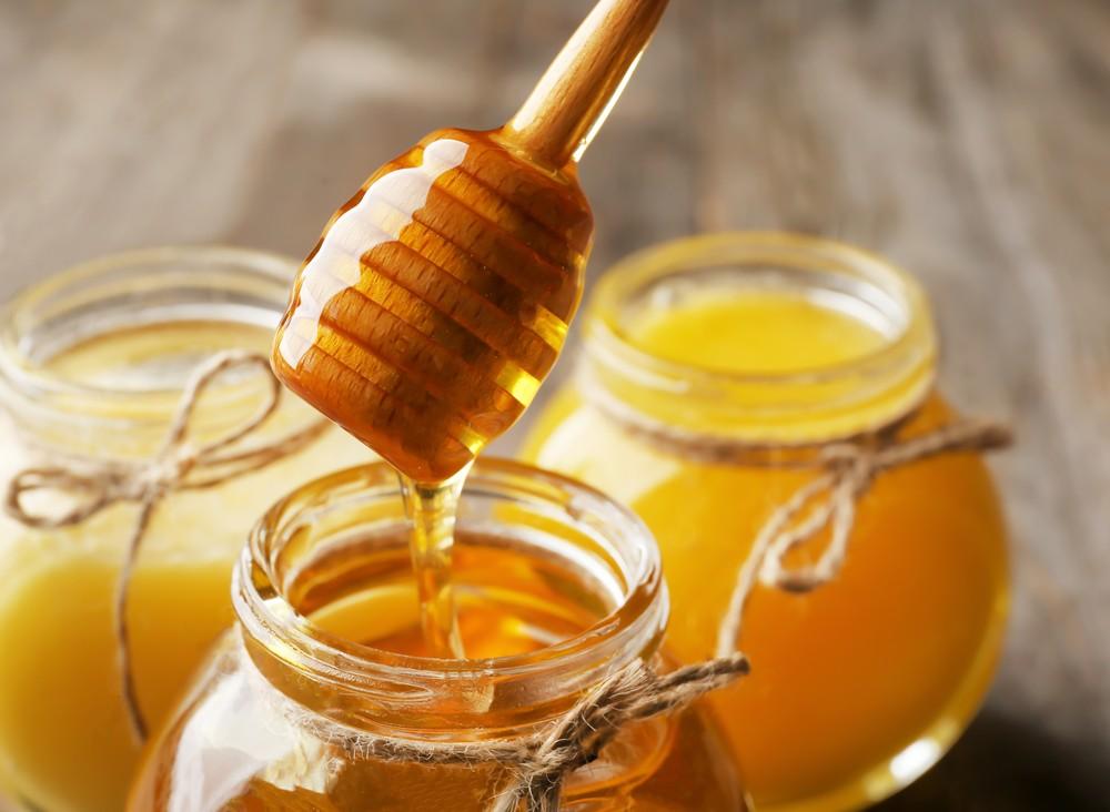 在盤中蜂蜜加水搖晃呈蜂巢狀是沒有根據的做法。