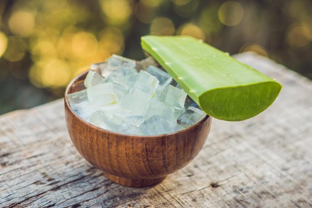 天然蘆薈屬天然草本植物,但連著綠色外皮及黃色汁液成分的蘆薈,或會刺激皮膚,甚至造成敏感。