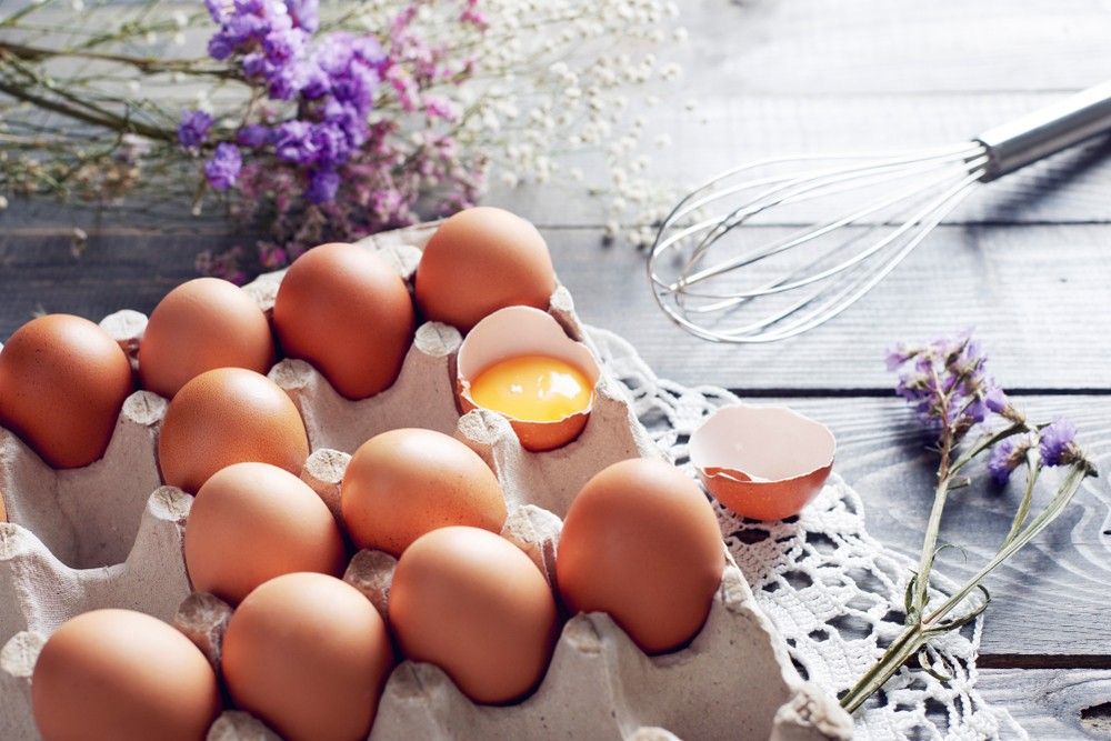 建議把雞蛋大頭朝上、小頭在下,這樣擺放更有利於保證雞蛋質量。