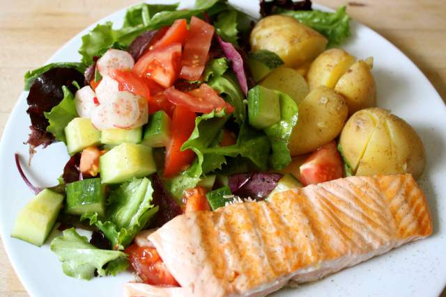 salmon dressing salad