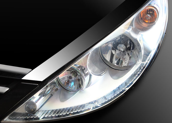 The Manza proudly bears its lineage with the signature Tata grille, triple barrel headlamps and chrome inserts.