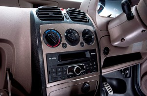 1.5 DIN music system and HVAC controls on centre console