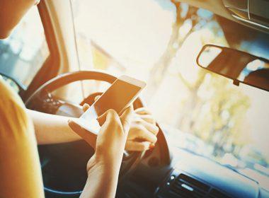 Có cách nào giúp dùng điện thoại an toàn khi lái xe ô tô