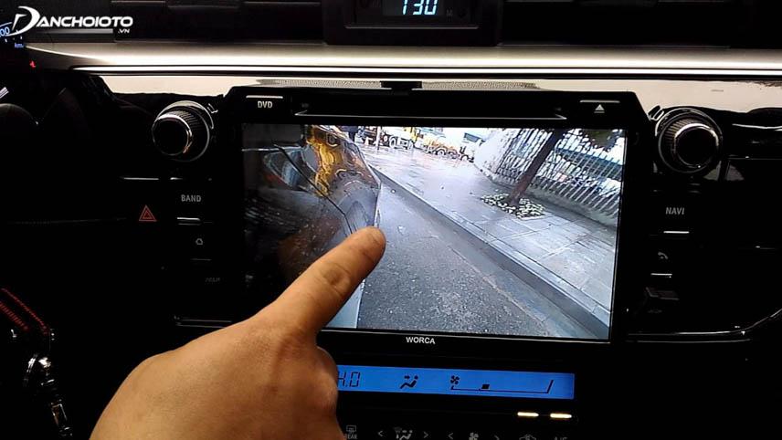 Camera tiến ô tô giúp cập lề dễ dàng