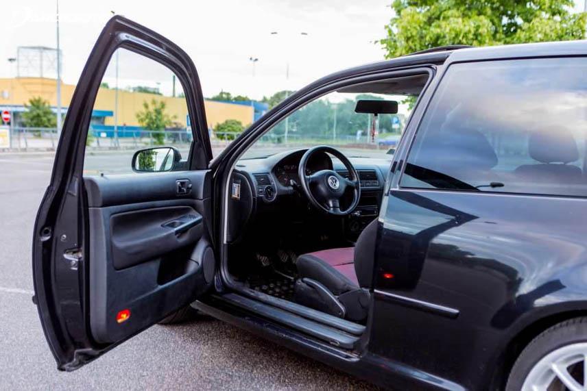 Nên mở cửa xe để khí nóng thoát ra