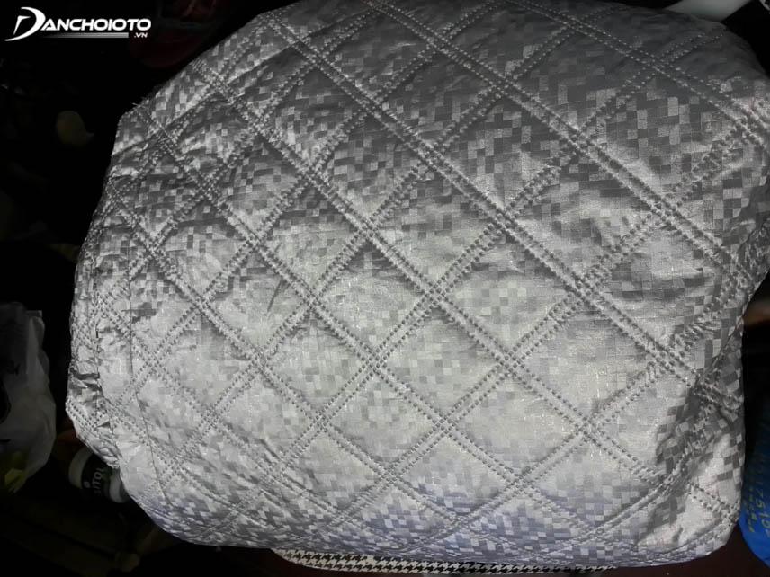 Bạt chống nóng làm từ sợi Polyester thường chống nóng tốt và bền hơn