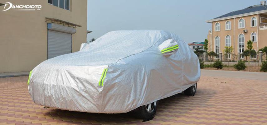 Nếu thường xuyên đậu xe ngoài trời nên chọn bạt phủ toàn thân xe