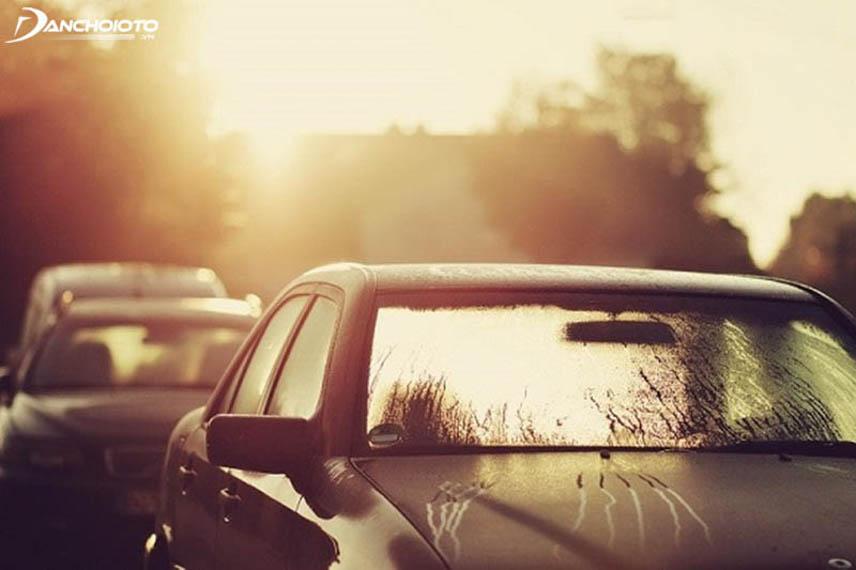 Nhiệt độ cabin sẽ tăng cao khi đậu xe dưới trời nắng nóng