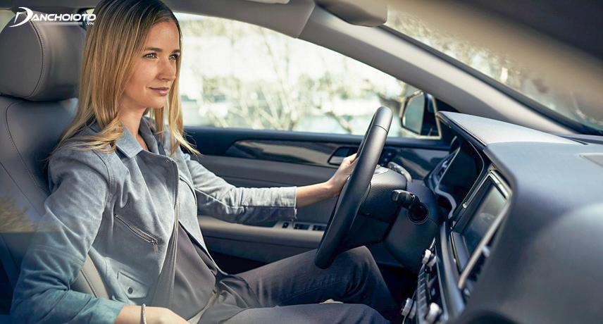 Ghế lái nên ngả về phía sau, lưng phải ngồi kín vào ghế
