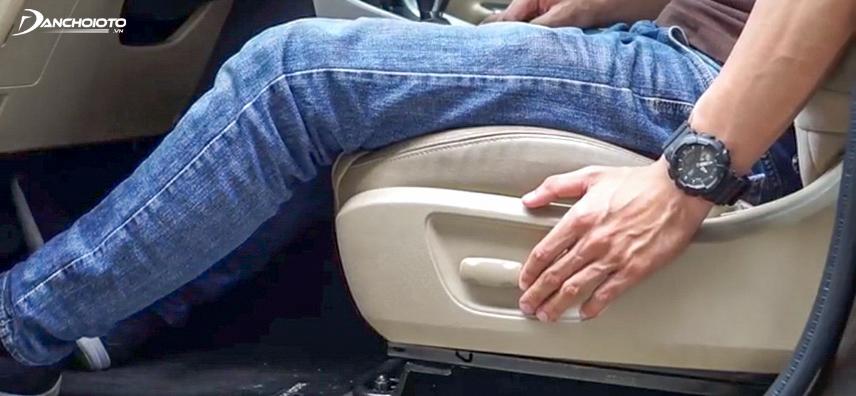 Kéo căng chân là một trong những cách tốt để trị chuột rút chân