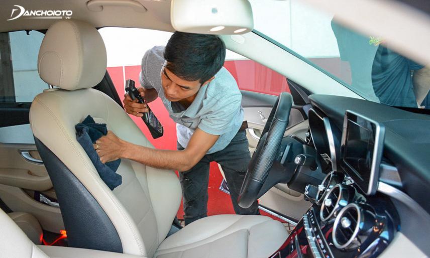 Để độ bóng của ghế da được bền lâu tài xế cần mang xe đi bảo dưỡng thường xuyên