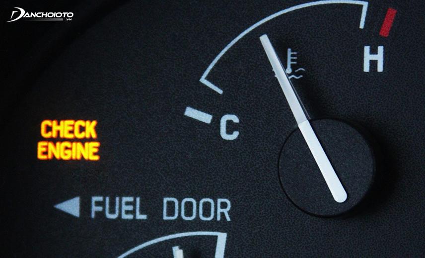 Đừng quên để ý đến đèn Check Engine