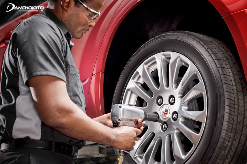 Đảo lốp ô tô mang lại nhiều lợi ích quan trọng cho xe