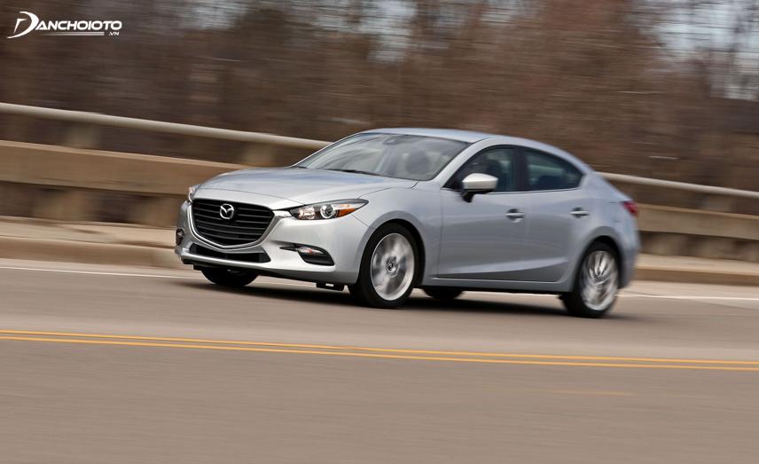 Nếu dự định mua Mazda 3 sedan đã qua sử dụng bạn nên ưu tiên chọn phiên bản động cơ 2.0L