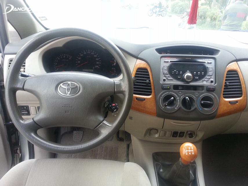 Nội thất Toyota Innova thế hệ đầu tiên