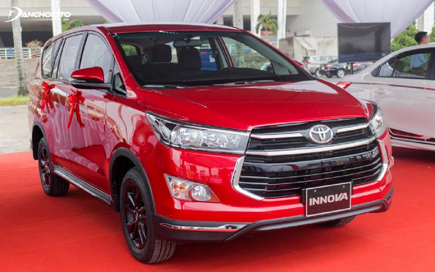 Toyota Innova Venturer có màu đỏ rất đẹp