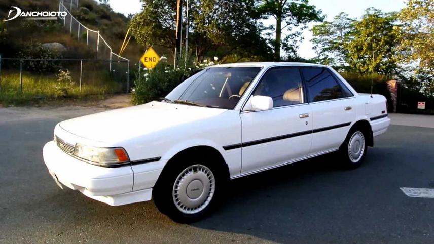 Năm 1988, hãng Toyota lần đầu trình làng phiên bản Camry AWD dẫn động bốn bánh
