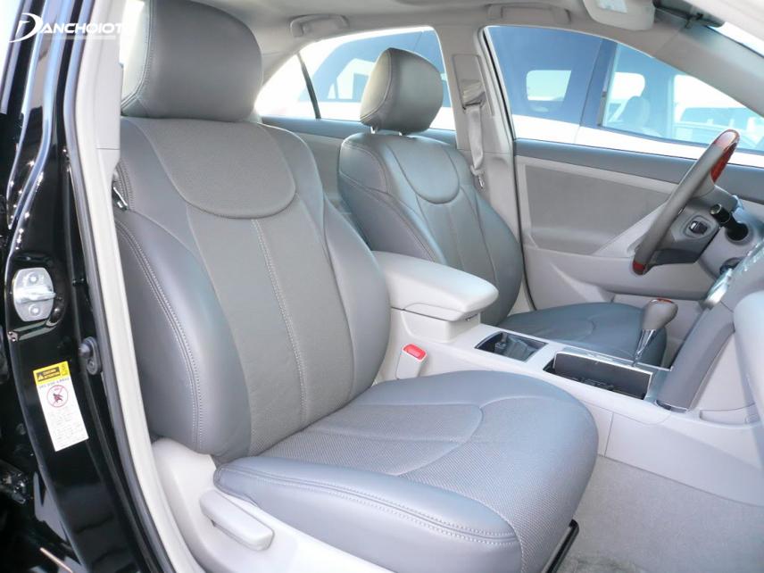Toyota Camry những đời cũ khá yếu thế về các trang bị ngoại thất, nội thất