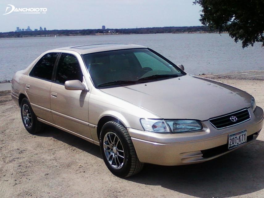 Toyota Camry thế hệ thứ tư được ra đời vào tháng 12/1996