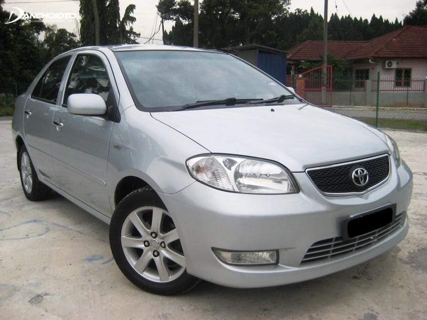 Ngoại thất xe Toyota Vios thế hệ đầu khá đơn giản