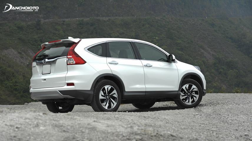 Honda CR-V cũ nổi bật với khả năng vận hành đầm chắc, an toàn