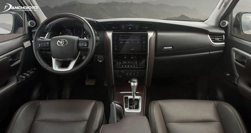 Nội thất Toyota Fortuner trông bắt mắt và hiện đại