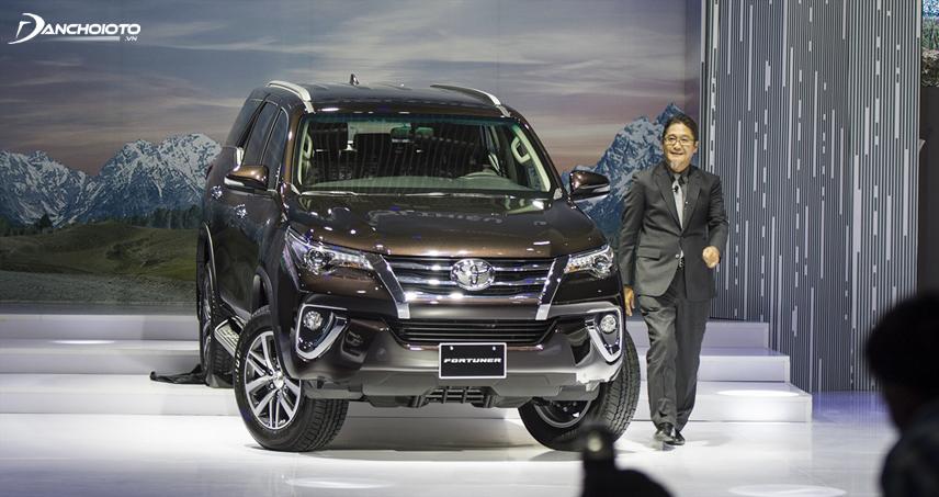 Toyota Fortuner 2.8V 4x4 máy dầu là phiên bản được trang bị đầy đủ nhất