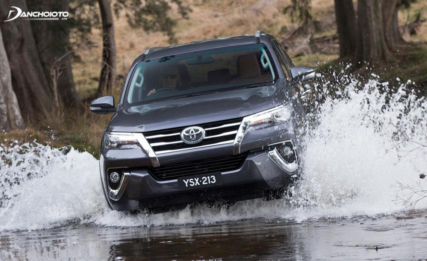 Toyota Fortuner có khả năng di chuyển tốt trên mọi địa hình