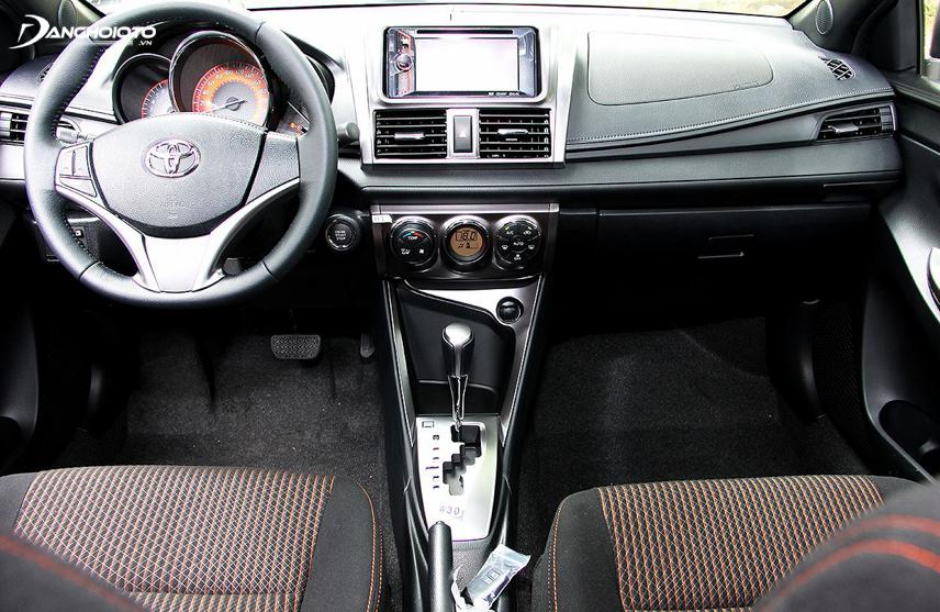 Nội thất Toyota Yaris G đời 2014 được trang bị màn hình DVD