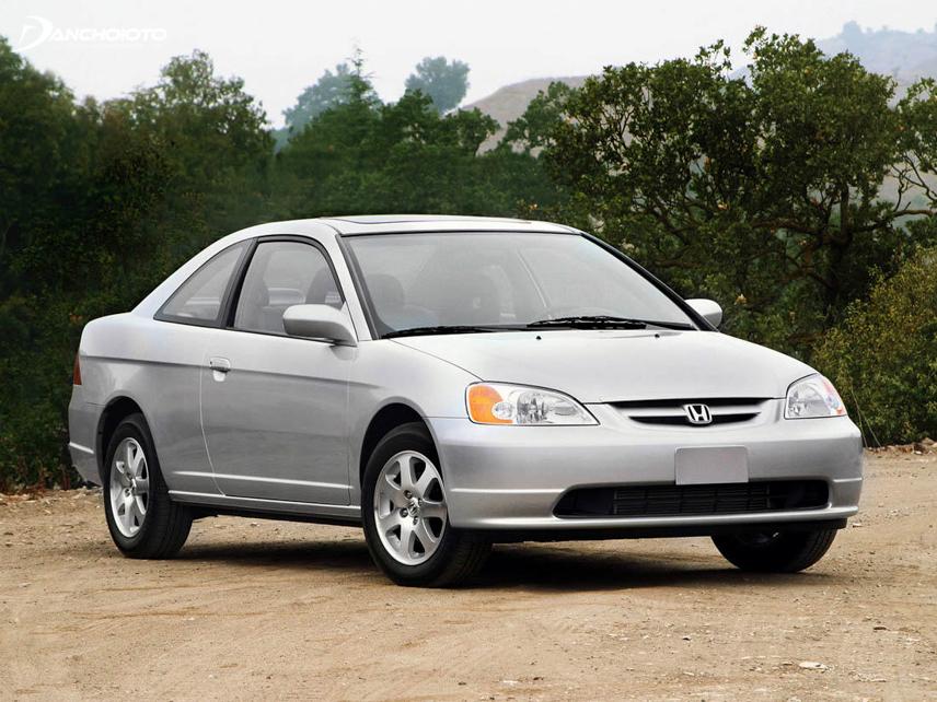 Honda Civic thế hệ thứ 7 ra đời vào năm 2000 với thiết kế cân đối và hiện đại hơn