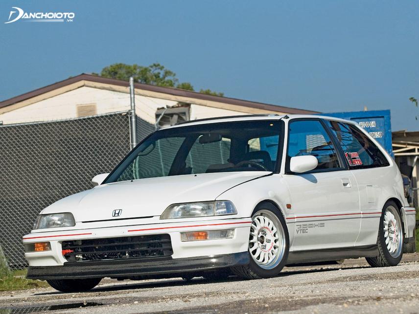"""Năm 1989, hãng Honda khiến cả thế giới """"chao đảo"""" khi trình làng phiên bản Honda Civic SiR sử dụng động cơ DOHC VTEC"""