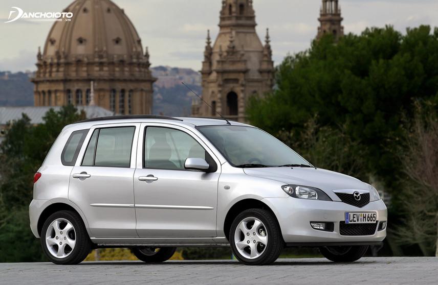 Mazda 2 lần đầu tiên được nhà sản xuất ô tô Mazda ra mắt tại Nhật Bản vào năm 2002