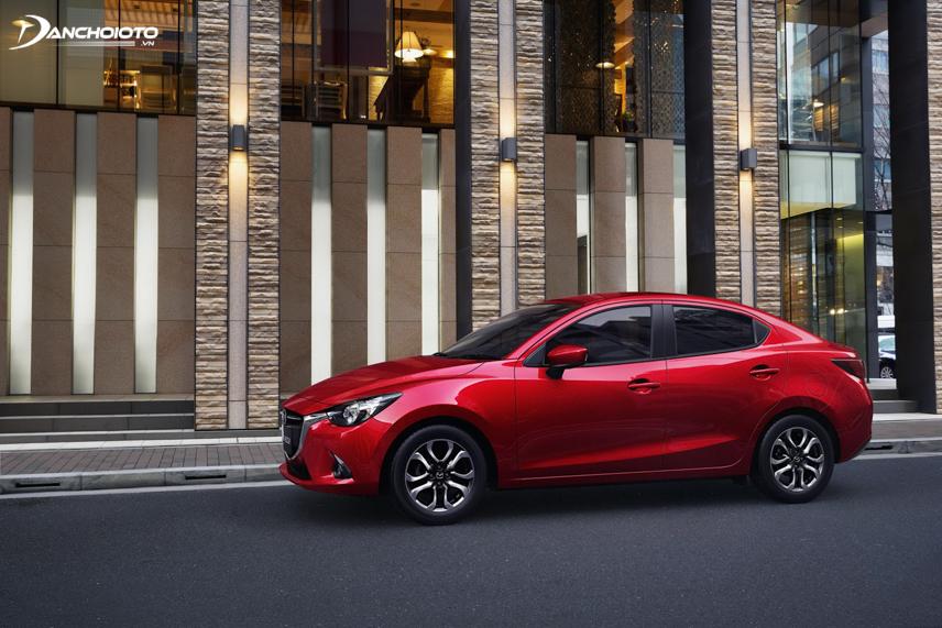 """Thân xe Mazda 2 mang """"linh hồn của chuyển động"""" với những đường dập uyển chuyển, mềm mại"""