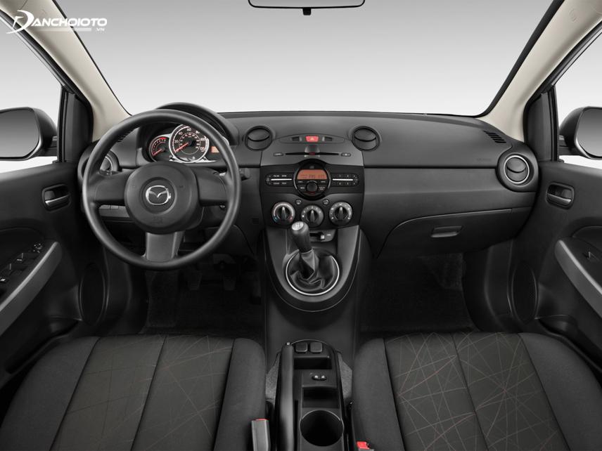 """Theo phong cách """"Zoom zoom"""", chi tiết nội thất Mazda 2 2011 - 2014 chủ yếu được thiết kế theo những khối tròn"""